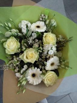 Bouquet pastel blanc et jaune