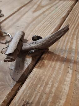 Porte-clé avion bois flotté