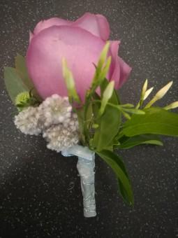 Boutonnière aux petites fleurs